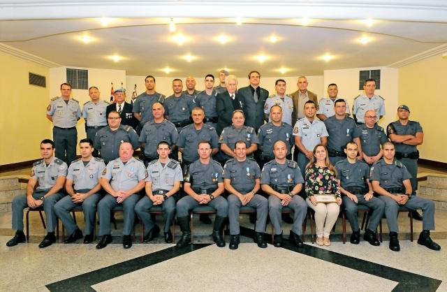 HOMENAGEM A POLICIA MILITAR -04-05-2016